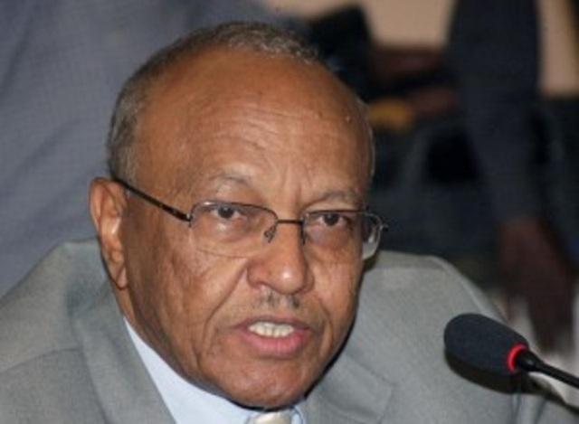 """الأمن يستدعي صحافيا بسبب تحقيقات عن  """"فساد وزير صحة الخرطوم"""""""