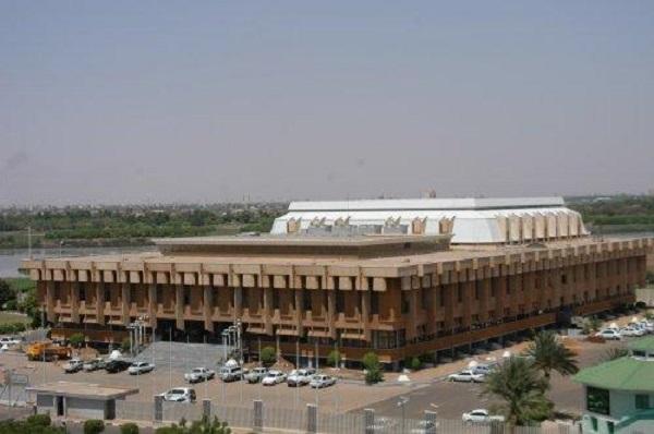 البرلمان يرفع جلساته وقوش أبرز الغائبين