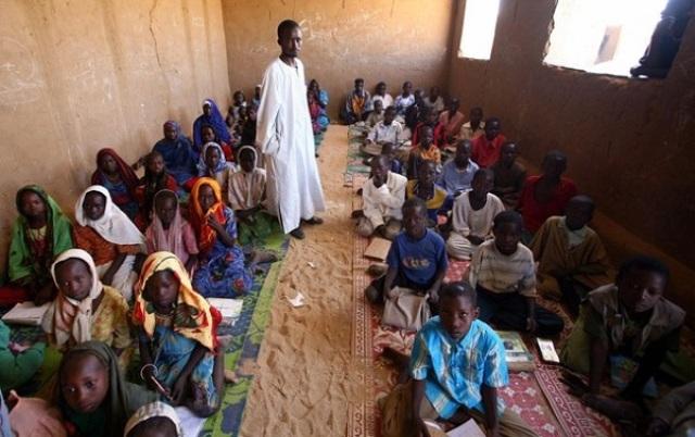 اللاجئون السودانيون بتشاد يرفضون تبديل المنهج الدراسي السوداني بالتشادي