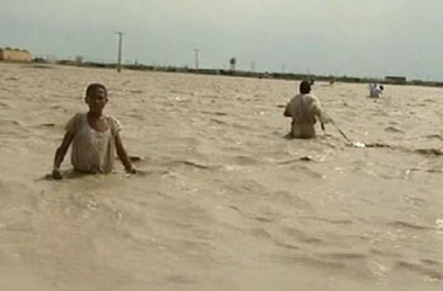 سنتمتران يفصلان النيل عن فيضان 1946 القياسي واجلاء سكان قرية غمرتها السيول بالدمازين
