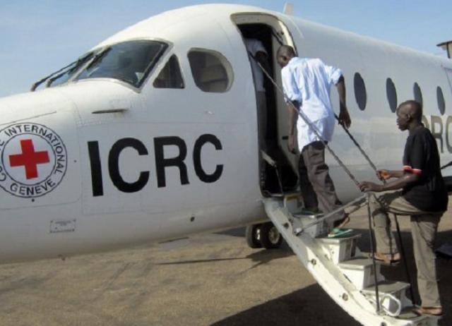 مسلحون  يحتجزون اثنين من موظفي الصليب الاحمر في دارفور