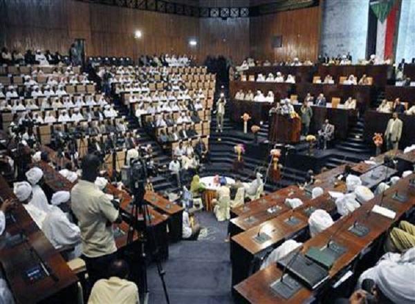 تورط وزير في تهريب الإبل والبرلمان يسمح بتصدير الاناث