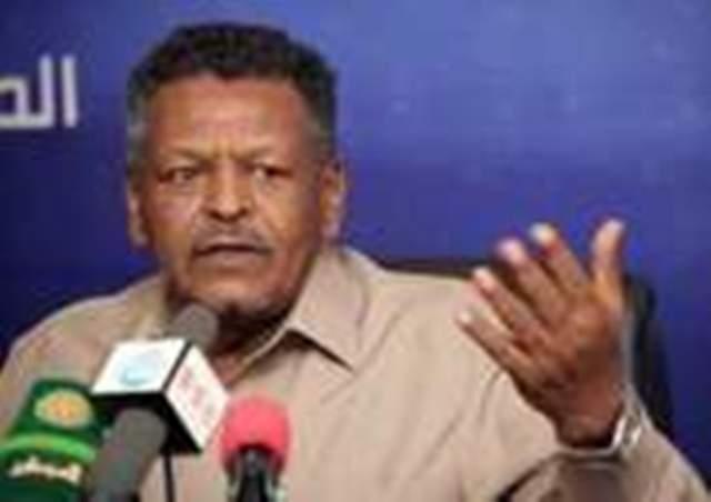 علي عثمان يسلم بكري مكتبه ويودع القصر الرئاسي