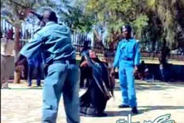 دوريات النظام العام تطلق النار على صبي بالشجرة وتضرب نساء لعدم دفعهن الرشوة