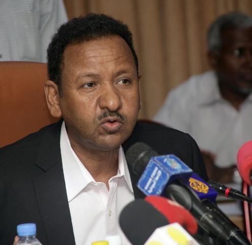 د. مصطفى عثمان : دج باقٍ في موقعه مديراً لصندوق إعمار الشرق