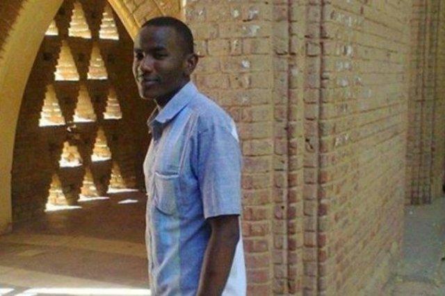 """احتشاد طلابي لتشييع جثمان شهيد جامعة الخرطوم  اليوم وأسرة الشهيد تطالب بتقرير """" الوفاة""""."""