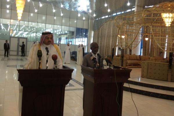 امير قطر يزور الخرطوم لساعتين ويضع مليار دولار في بنك السودان في شكل وديعة