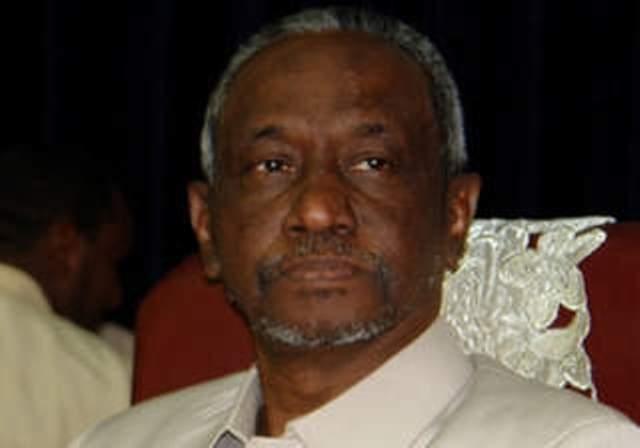 علي عثمان :  شخصان أو ثلاثة يتحكمون في مؤسسات الدولة.
