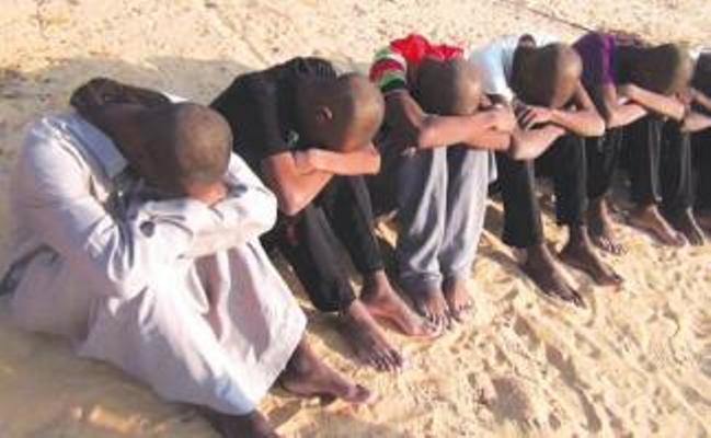 نجاة (600) من المهاجرين بصحراء شمال السودان بعد فرار مهربيهم