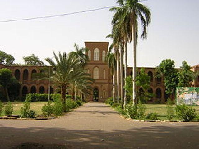 """اساتذة جامعة الخرطوم يطالبون بفتح الجامعة ويرفضون محاولات """" المساومة والتلكؤ"""""""