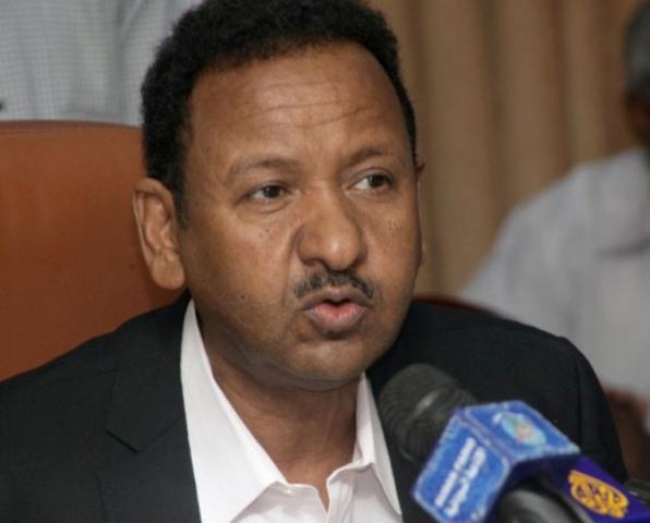 """مصطفى عثمان يعترف بسماسرة  في """"الفنادق"""" ويرفض اتهامات لموظفي الاستثمار بالفساد"""
