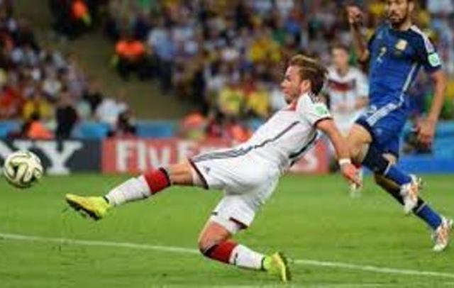 """""""الماكينة"""" الألمانية بطلة كأس العالم بكرة القدم"""
