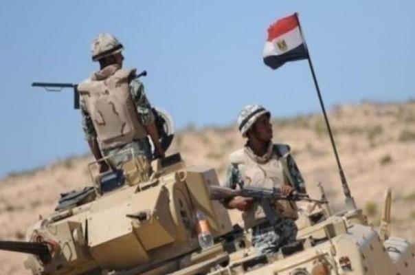 الحكومة تستبق عاصفة غضب وتدين هجوما ارهابيا على الجيش المصري وتسريبات عن طرد قيادات اسلامية من السودان
