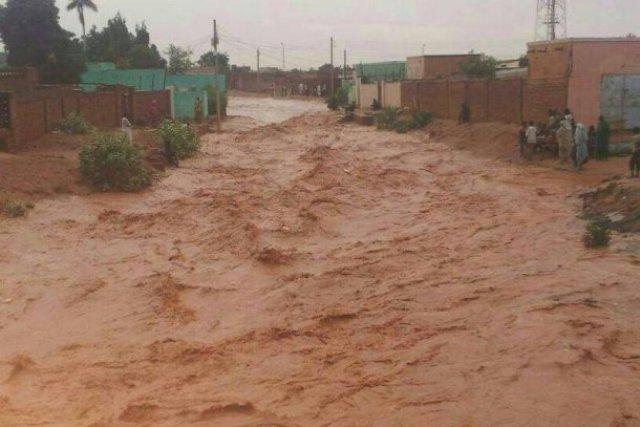 الامطار تتسبب في مقتل العشرات وانهيار ألالاف المنازل في نهر النيل والشمالية .. الفاشر تغرق
