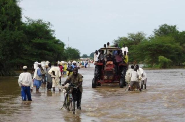 الأمطار و السيول تحول الفاشر ومعسكراتها لبرك مياه