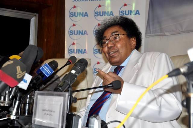 الحكومة تسابق الحوار: مفوضية الانتخابات تعلن أسماء رؤساء لجان الولايات