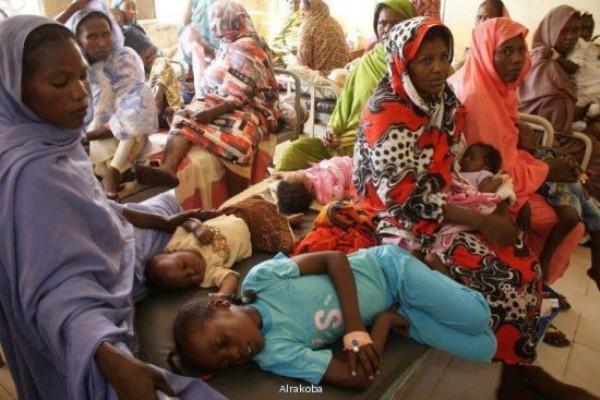 أطباء : الحكومة تُهْمِل القطاع الصحي..نقص حاد في الكوادر و10 ألف طبيب سوداني في طريقهم الى الهجرة