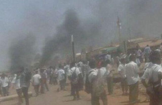 تظاهرات بالخرطوم والشرطة تطلق الغاز المسيل للدموع