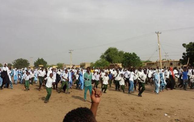 إحتجاجات فى الفاشر على إضراب المعلمين والوالي يفصل خمسة مدراء مدارس
