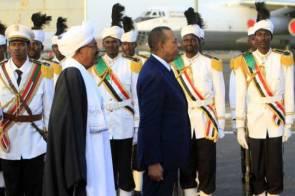 البشير يؤكد وقوفه مع حكومة ليبيا في مواجهة المليشيات الاسلامية