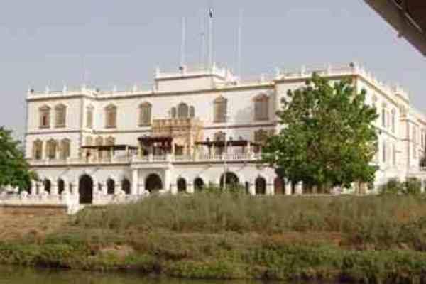 إطلاق نار داخل القصر الجمهوري بالخرطوم.. مقتل اثنين من الحراس والصوارمي يصدربيانا