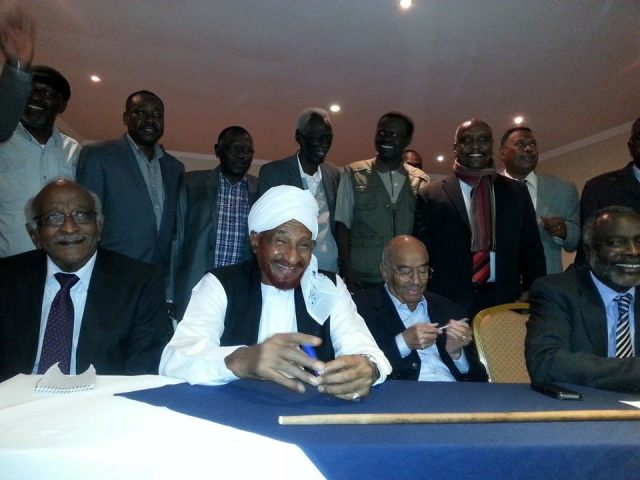 المعارضة توقع وثيقة نداء السودان