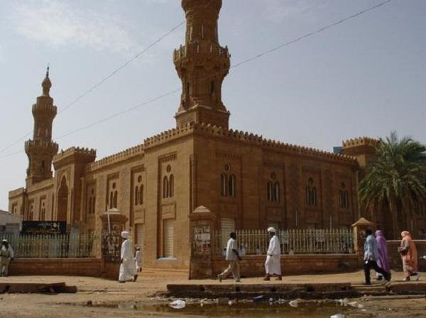 الأجهزة الأمنية تسمح لمتطرفين إسلاميين في الخرطوم  بالتظاهر ضد فرنسا