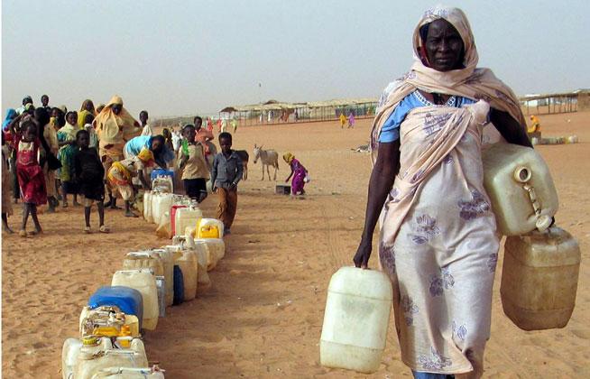 أزمة مياه شرب حادة تضرب معسكر زمزم بالفاشر