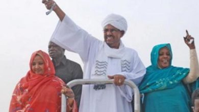 """Photo of """"التغيير"""" ترصد بعض التعليقات الشبابية على نصائح البشير في الزواج"""