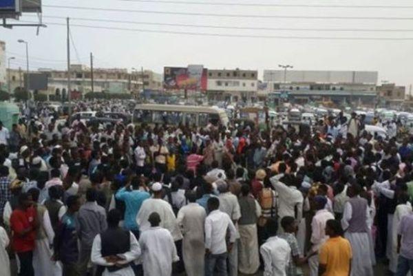 تظاهرات حاشدة ببورتسودان تدعو لاسقاط النظام