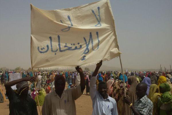تظاهرات بمعسكرات النازحين فى دارفور احتجاجا على مقتل معارضين