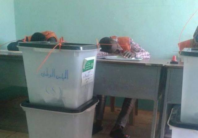 """"""" القارديان"""" : الإنتخابات السودانية لن تغير شيئاً"""