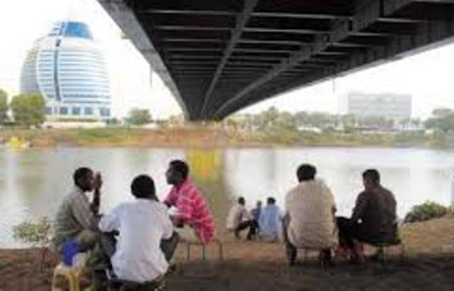 """شباب السودان في شارع النيل بعيدا عن """" الإنتخابات"""""""