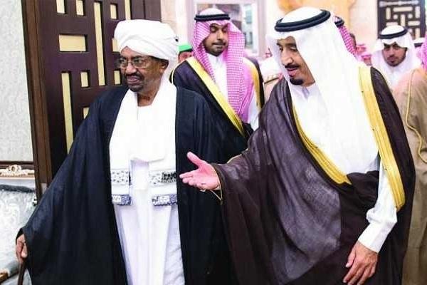 فاينانشال تايمز: حلفاء الخليج يهددون العودة للحكم المدني في السودان