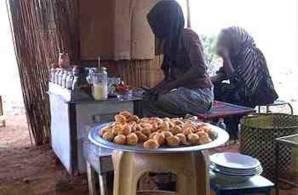 السلطات المحلية  بأمدرمان  تطارد بائعات الشاي