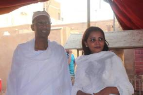 """زواج رشيدة وعبدالعزيز: """"وثيقة زواج مختلفة"""" والبلح والكركدي للضيافة!"""
