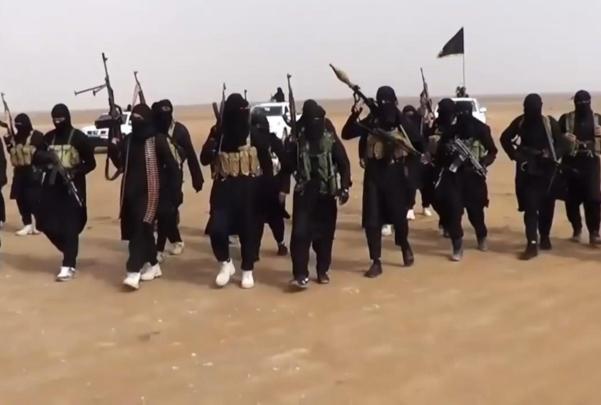 شبكة من كبار الضباط تساعد الطلاب على الالتحاق بداعش