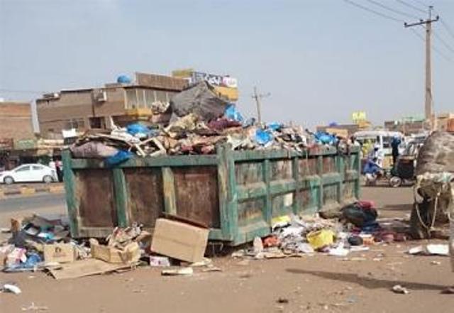 الخرطوم تغرق في النفايات!