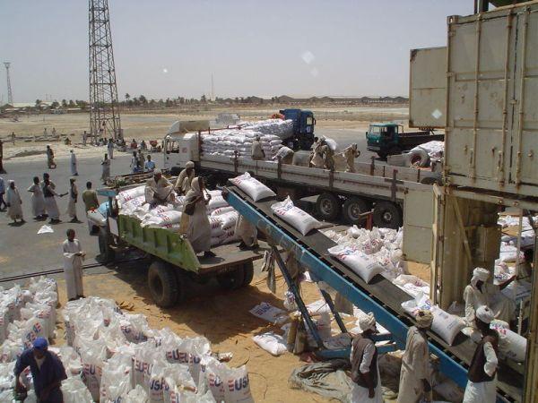 تكدس الحاويات واضراب العمال بميناء بورتسودان