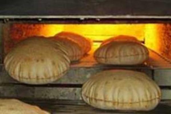 استياء واسع بالبحر الاحمر بسبب زيادة اسعار الخبز