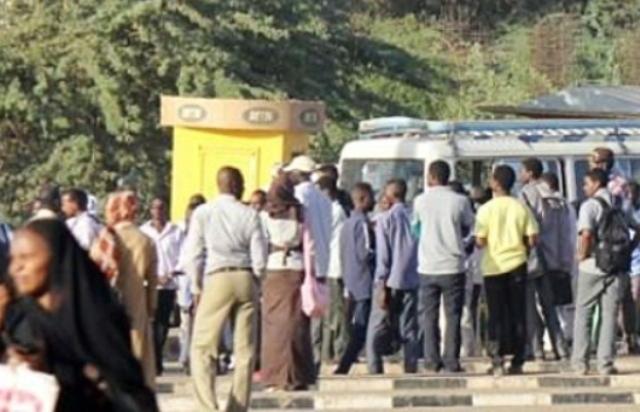 أزمة مواصلات خانقة بالخرطوم ومواطنون يسخرون من الدعوة لمقاطعة ركوب الحافلات