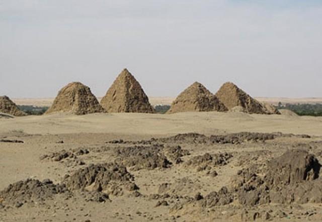 اكتشاف 16 هرماً عمرها أكثر من ألفي عام بالسودان