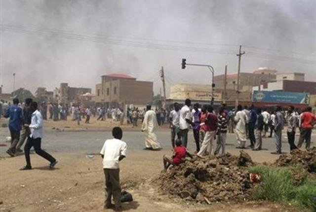 تظاهرات واسعة بالعاصمة والشرطة تطلق الغاز المسيل للدموع