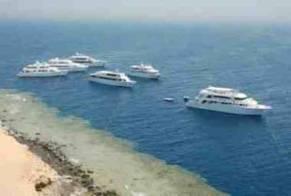 غرق مركب صيد يحمل (14) مصريًا في السودان