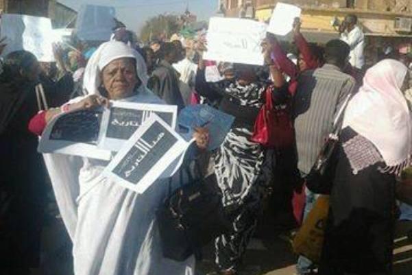 """اعتقال تسعة من الناشطات وامهات """"شهداء سبتمبر"""""""