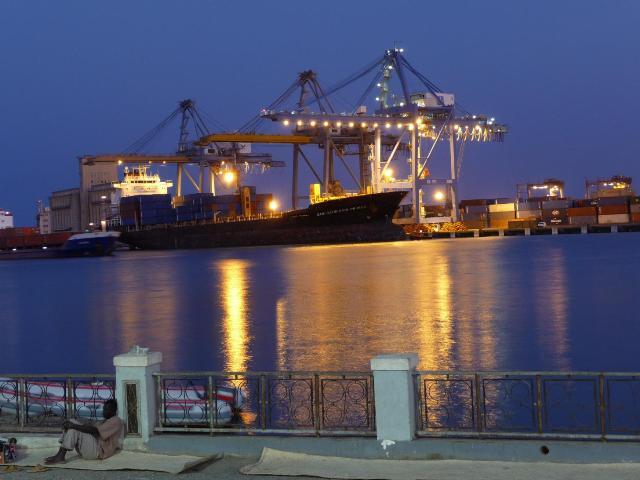 الحكومة تطلق صافرة اغراق الخطوط البحرية