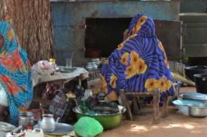 """بائعة شاي سودانية مرشحة للفوز بجائزة """"أشجع إمرأة في العالم"""""""