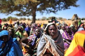 البشير يكشف خطة لتفكيك مخيمات نازحي دارفور