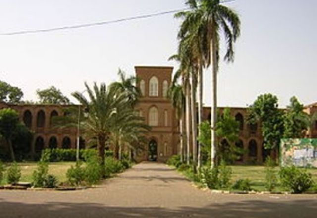 أساتذة جامعة الخرطوم: وقف خطط التحويل او الاعتصام