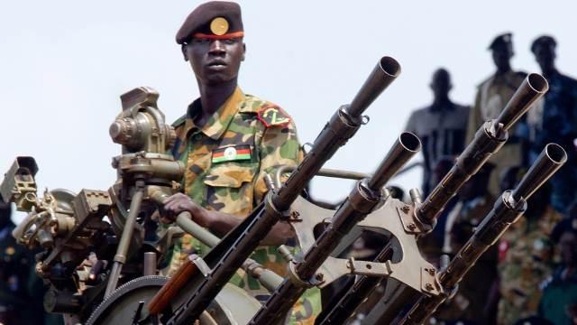 السلاح والحراسات تعلق عودة مشار الى جوبا لأجل غير مسمى